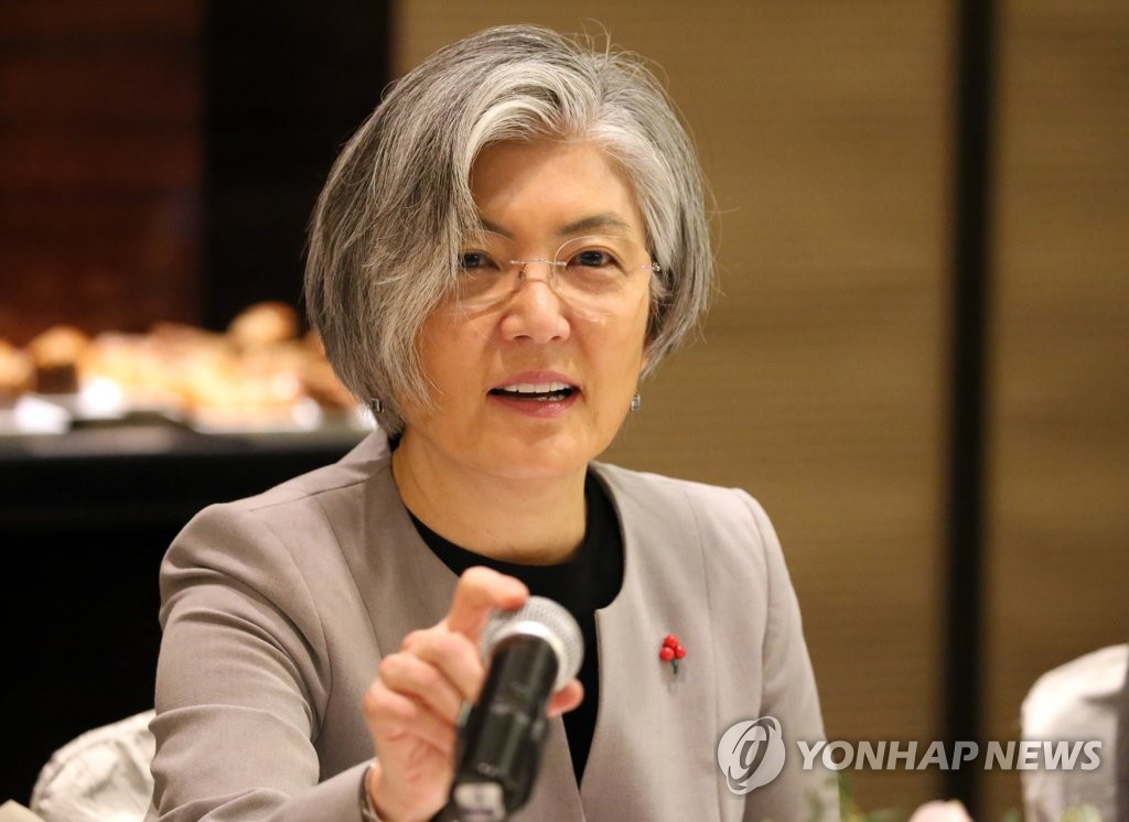 韩外长在华出席记者座谈会