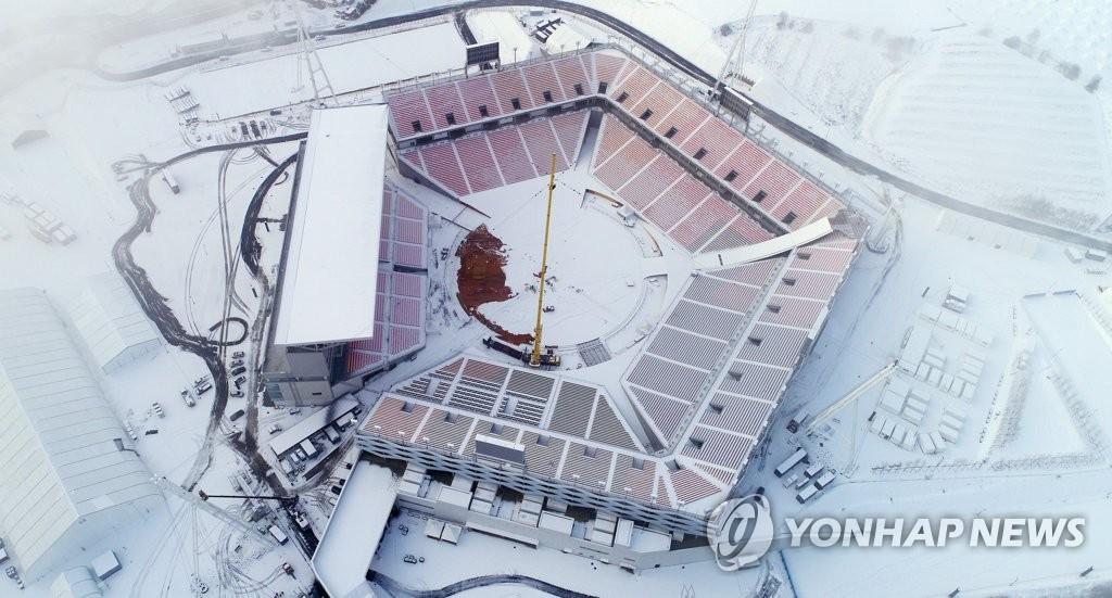 冬奥开闭幕场馆被白雪覆盖