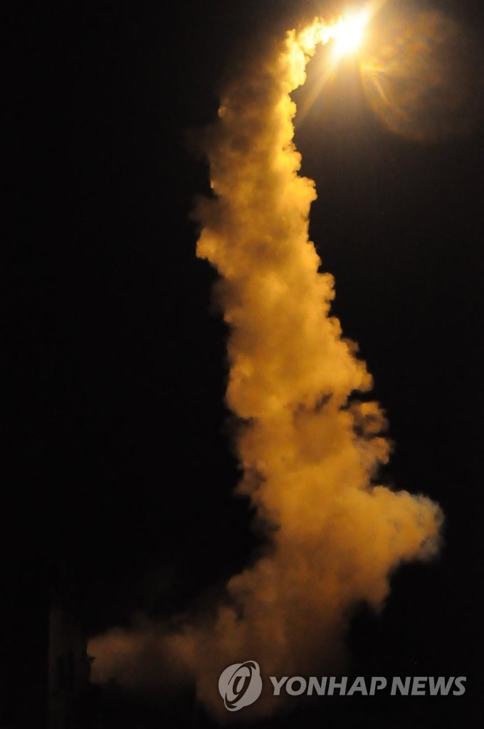 韩军发射舰对地导弹