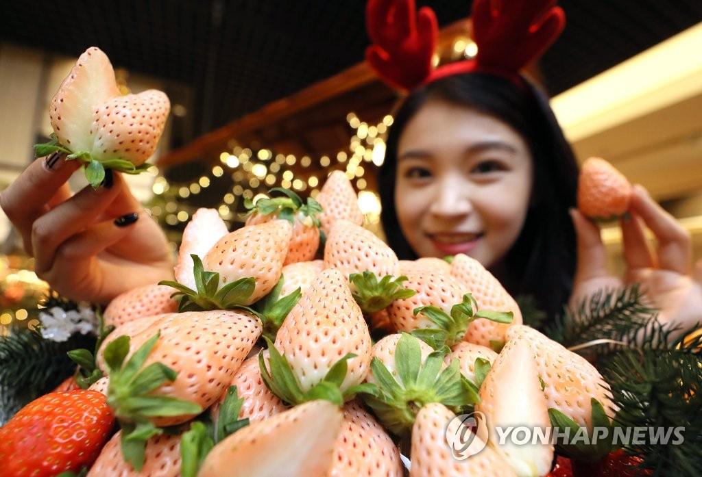 白色草莓新鲜上市