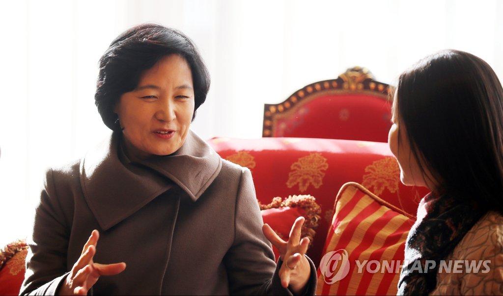 韩执政党党首秋美爱访华