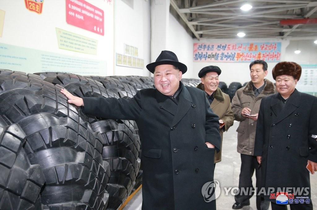 金正恩视察轮胎厂
