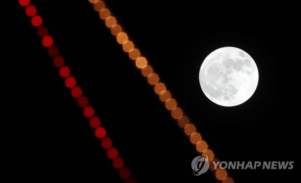 超级月亮现身