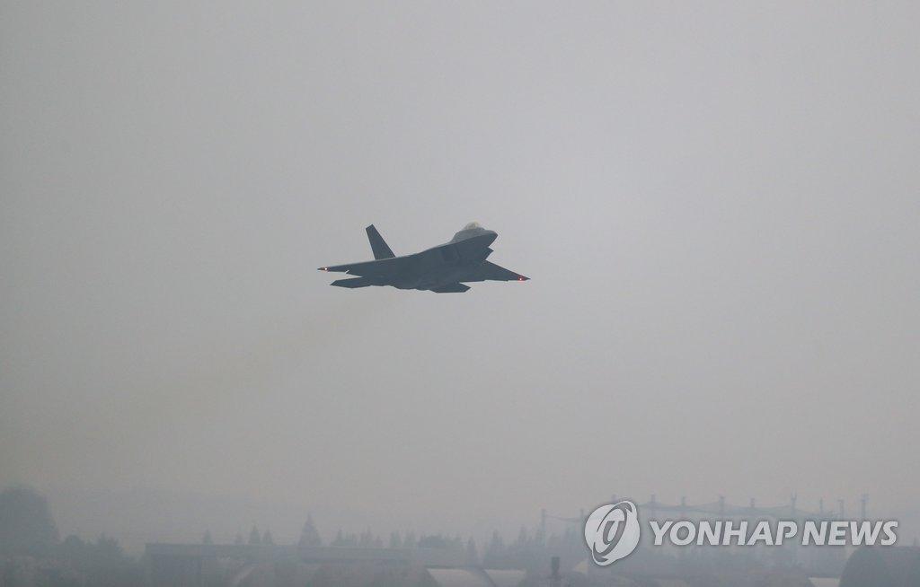 F-22战机起飞