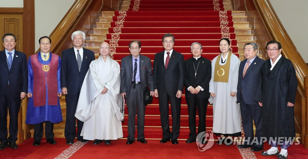文在寅今将会见七大宗教领袖