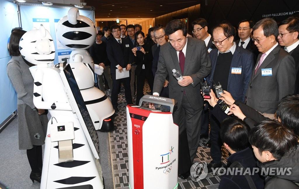 韩总理参观机器人展览会