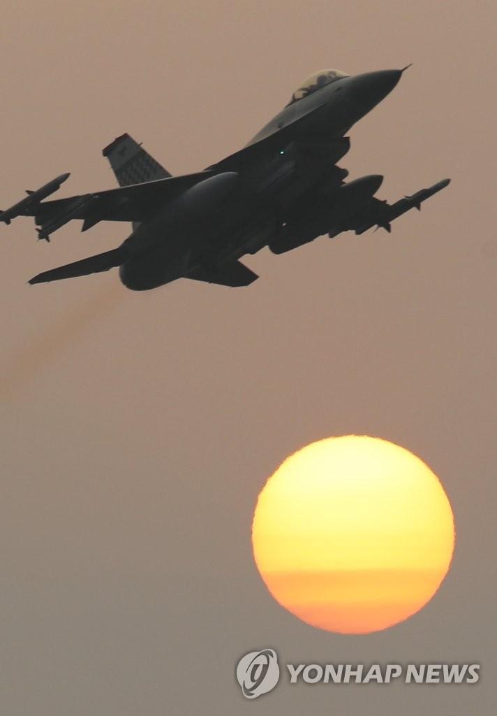 美军F-16战机参加韩美联演