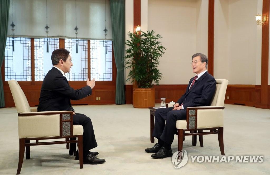 文在寅接受中国央视专访