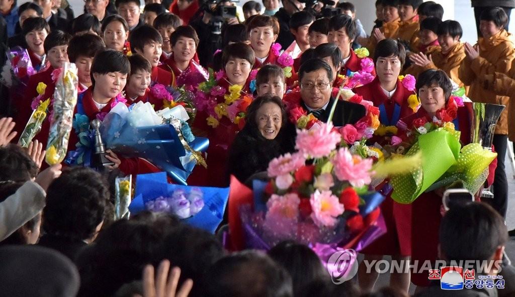 朝鲜东亚杯女足凯旋而归