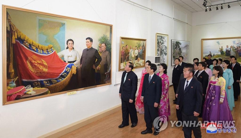 朝鲜举办美术展纪念金正淑诞辰百周年