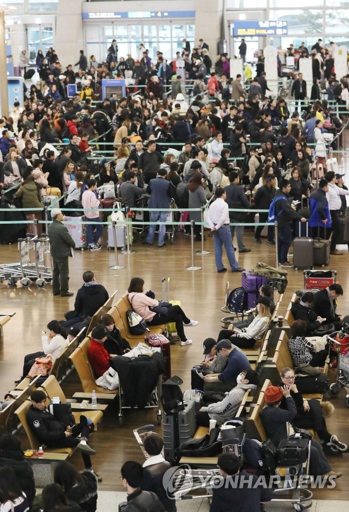 罕见浓雾致仁川机场混乱不堪