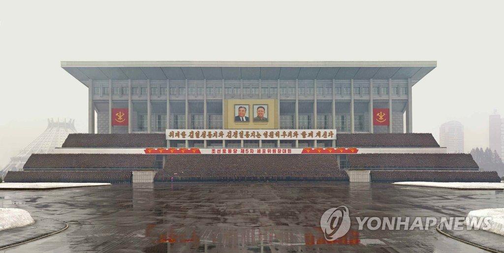 金正恩同劳动党第五届支部委员长大会与会人员合影