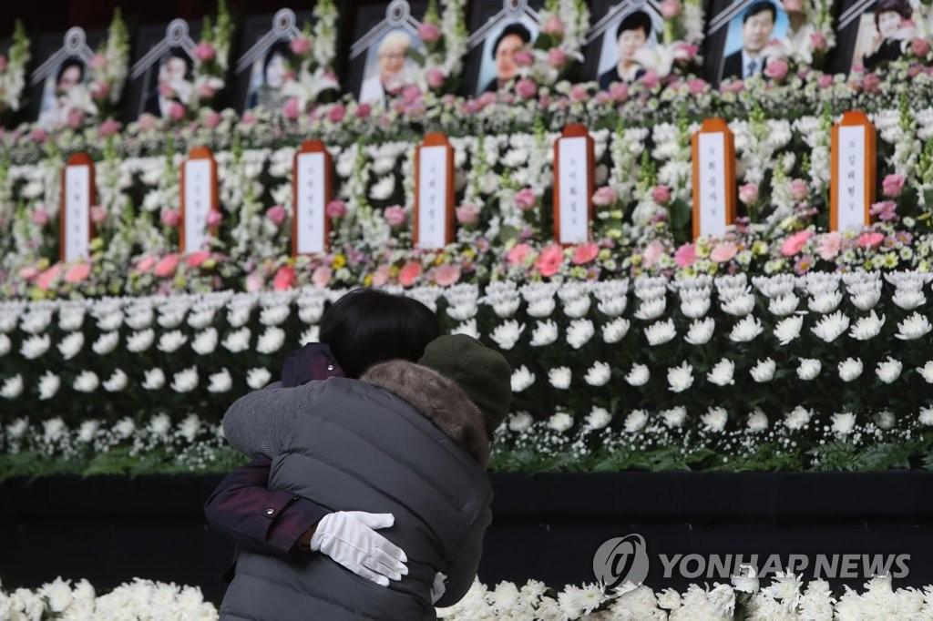 韩堤川火灾遇难者集体焚香所