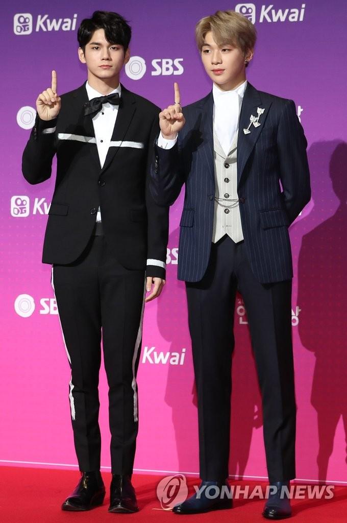 "Wanna One亮相""2017SBS演艺大奖"""
