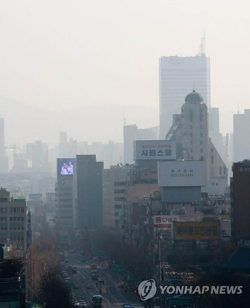 今日雾霾出门需戴口罩