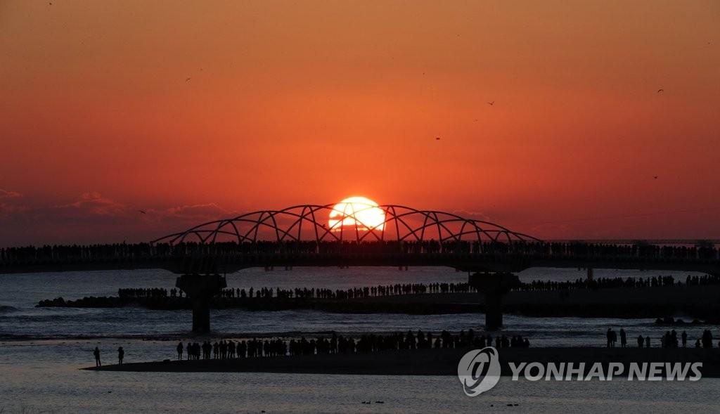 韩独岛新年元旦晨7时26分迎日出 全国最早