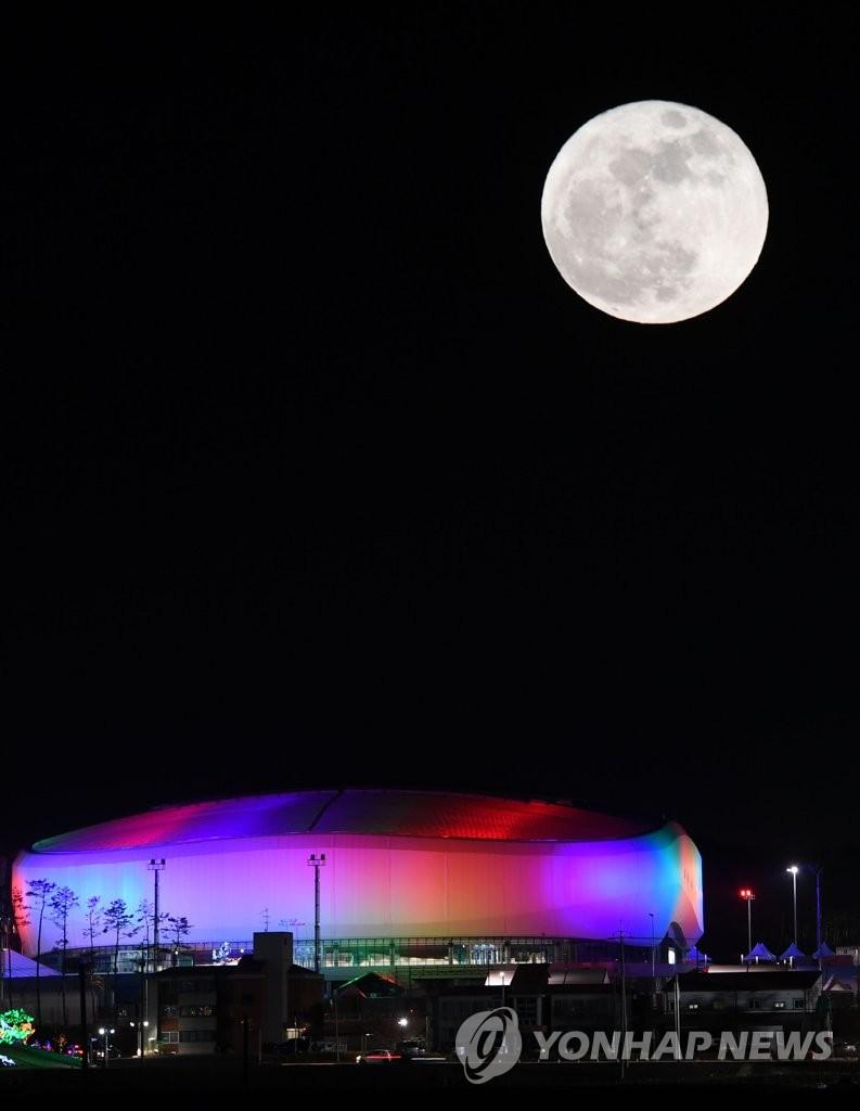 月光照临平昌冬奥赛场