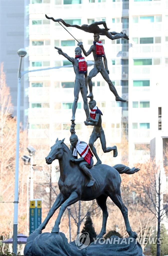汉城奥运雕像穿上冬奥新装