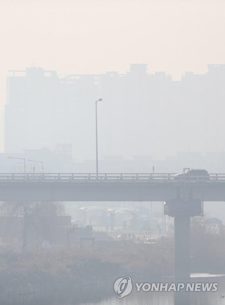 首尔遭遇雾霾天气
