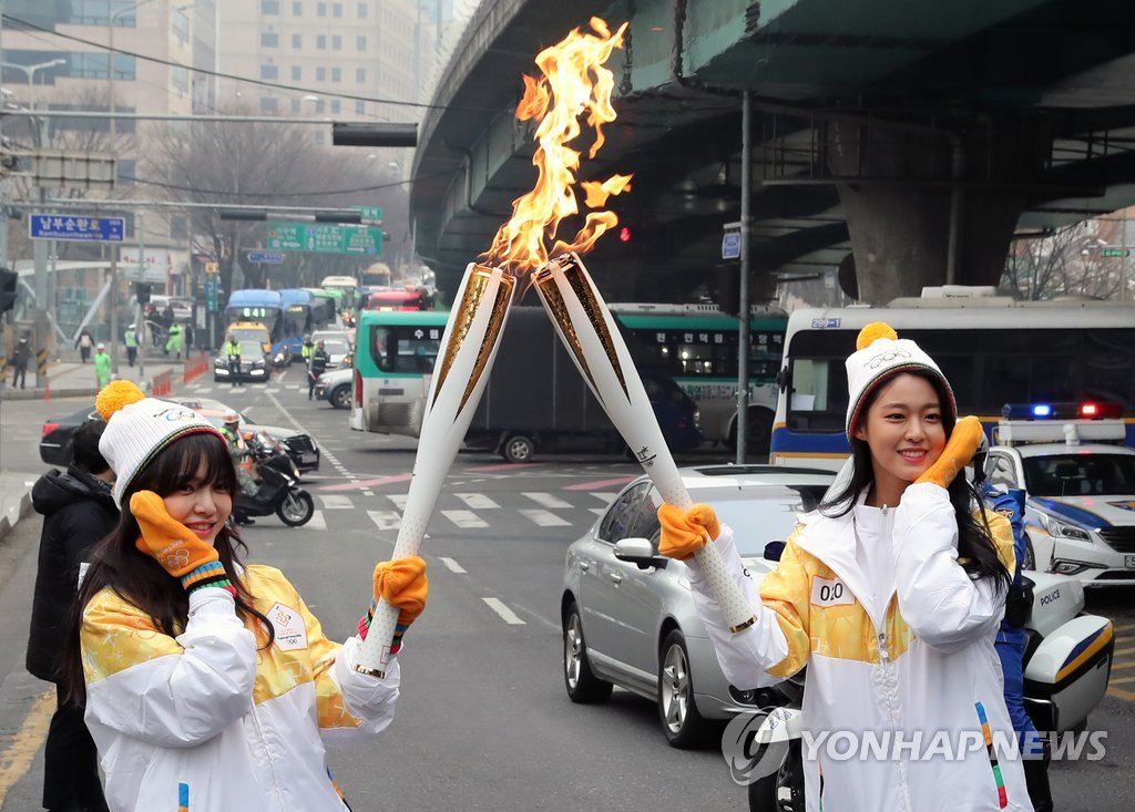 女团AOA传递奥运圣火