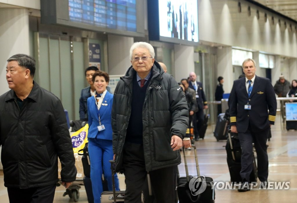 朝鲜籍IOC委员张雄抵京