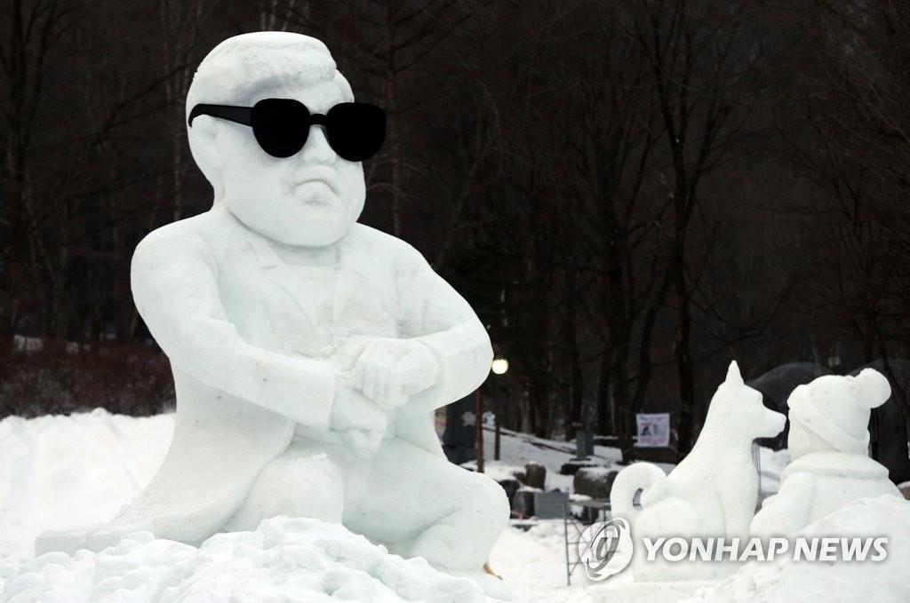 PSY雪雕吸睛