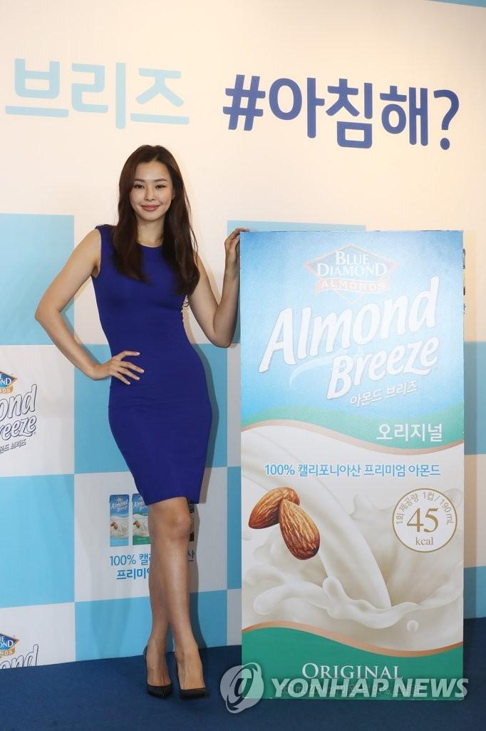 韩国小姐李哈妮秀傲人身材