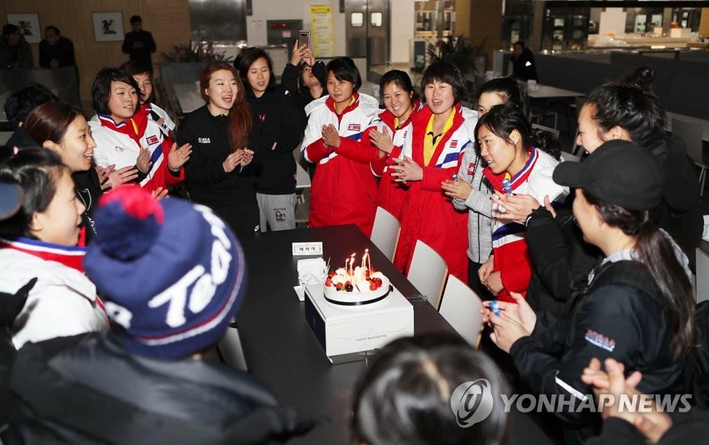 一起庆生的韩朝选手