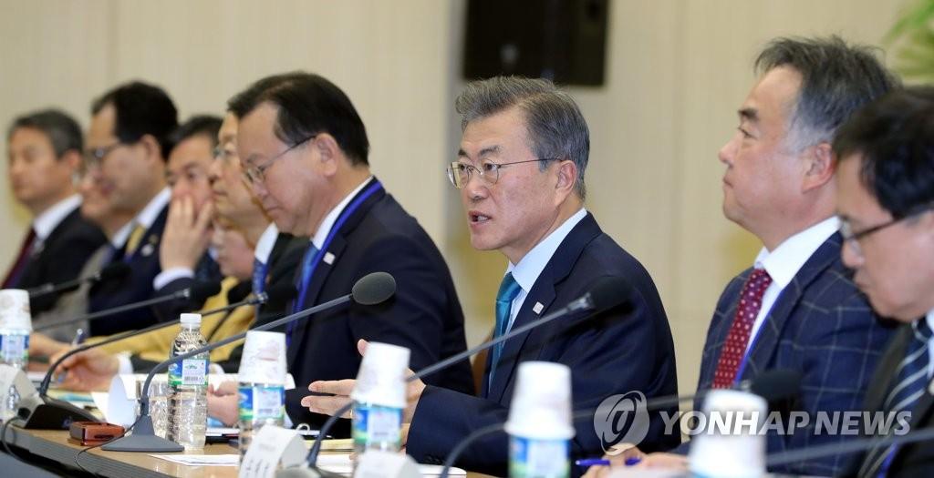 文在寅与韩地方大员共商促进就业
