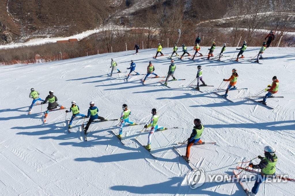 韩朝滑雪合训