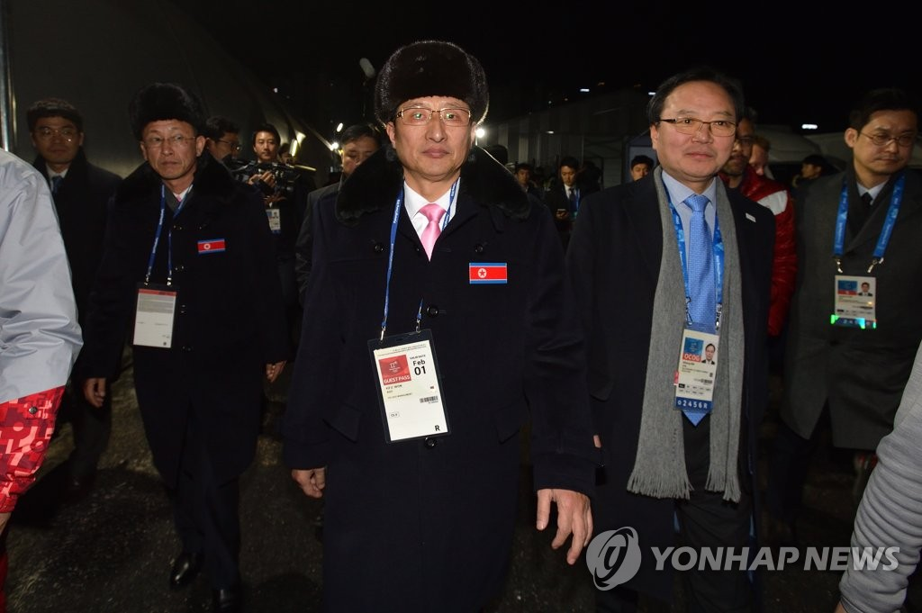 朝鲜体育代表团前往奥运村宿舍