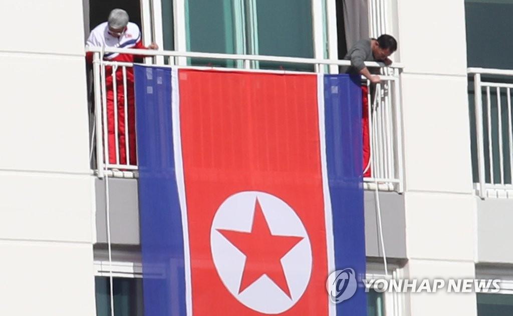 """朝鲜代表团挂""""国旗"""""""