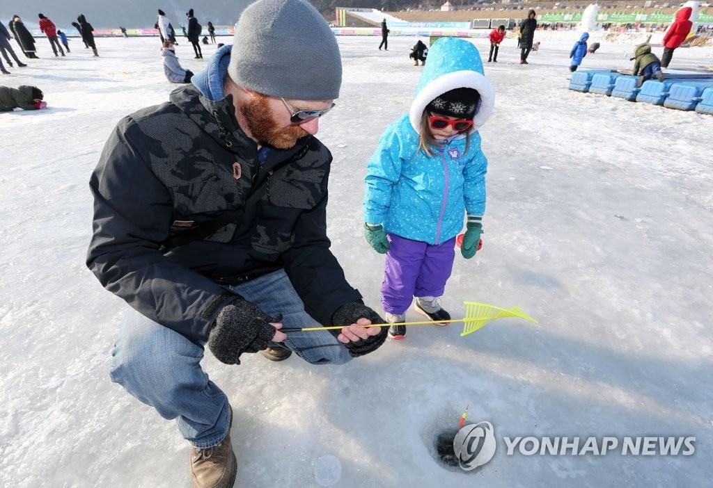 韩国麟蹄郡将办演唱会为冰鱼节添彩