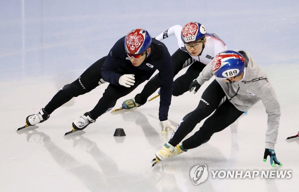 韩短道速滑队备战冬奥