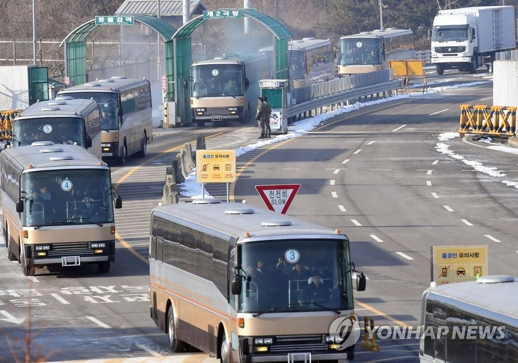 朝鲜拉拉队由陆路抵韩