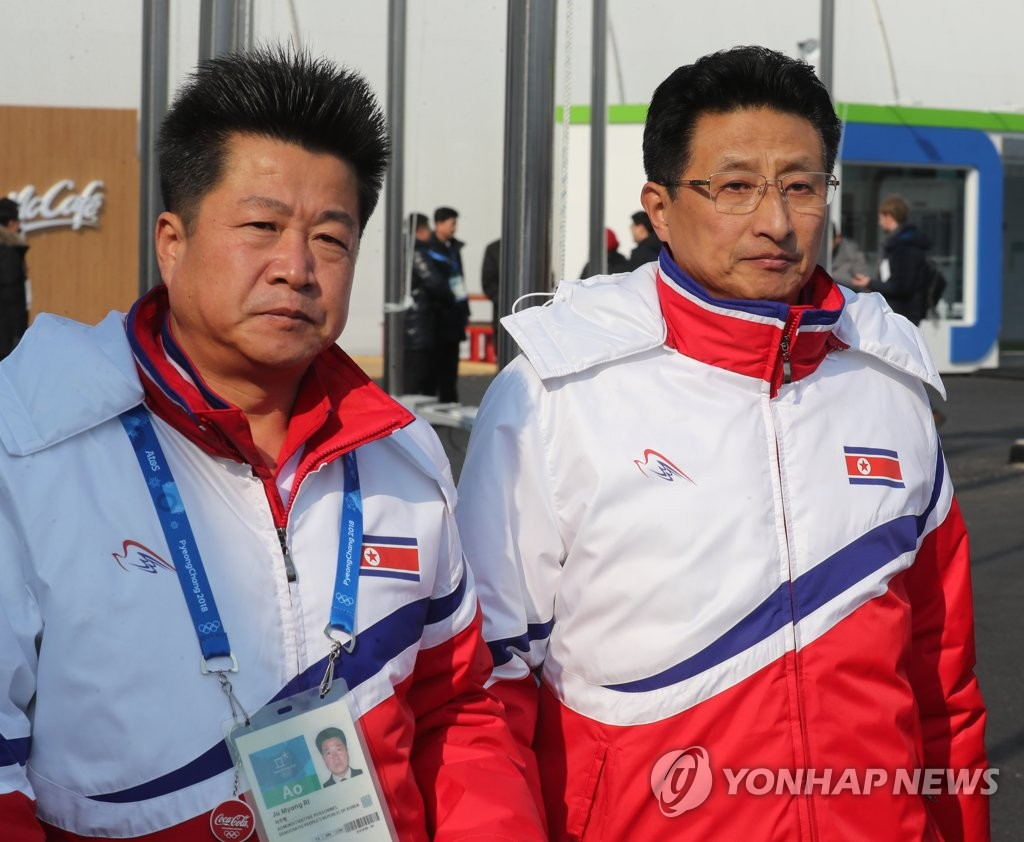 朝鲜官员出席入村仪式