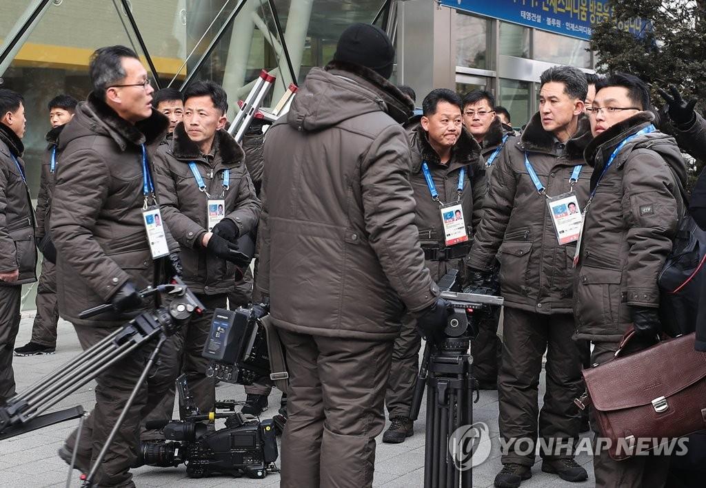 朝鲜记者团整装待发