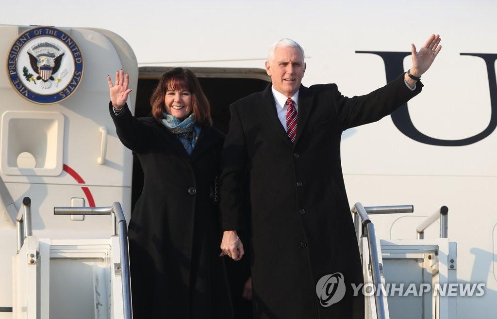 美副总统彭斯抵韩