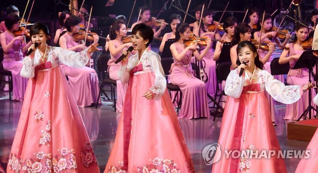 朝鲜庆冬奥艺术团首演