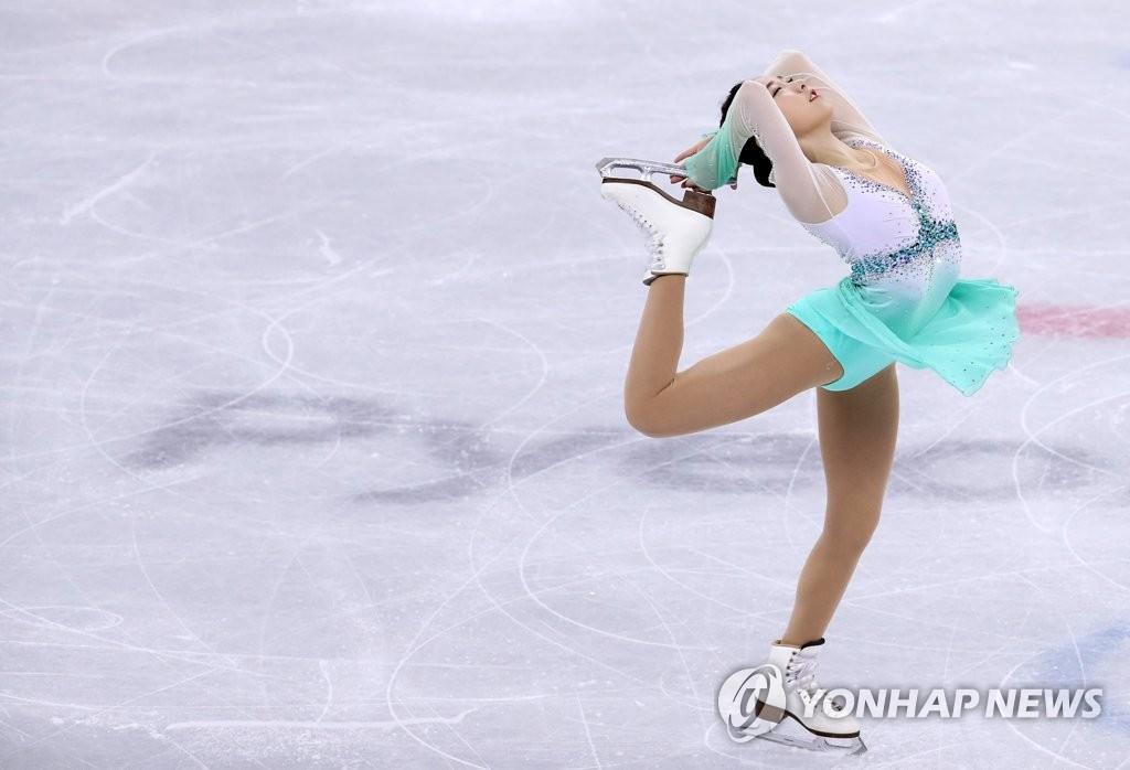 花滑选手崔多彬精彩表演
