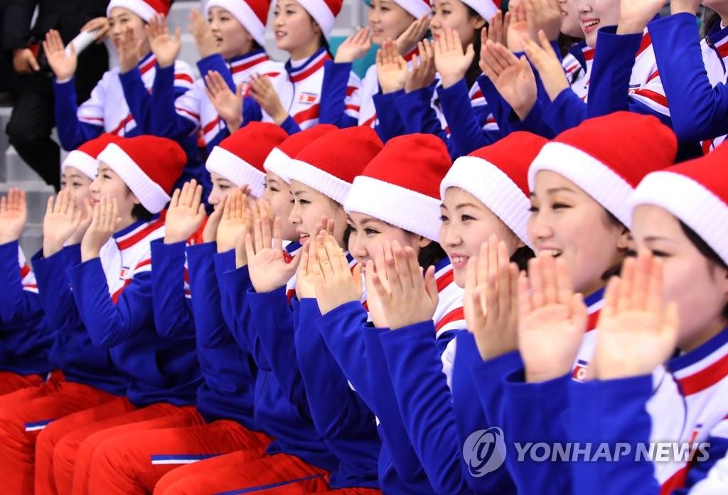 朝鲜拉拉队为韩朝联队助威
