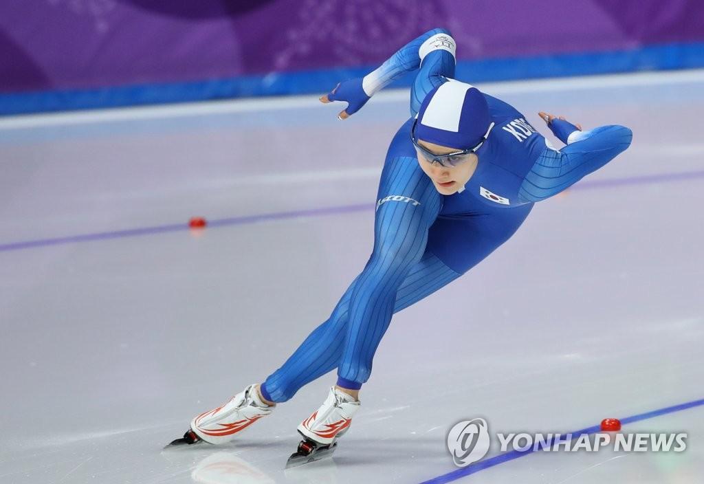 韩国速滑选手金贤荣疾驰如风