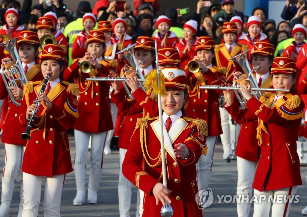 朝鲜拉拉队表演