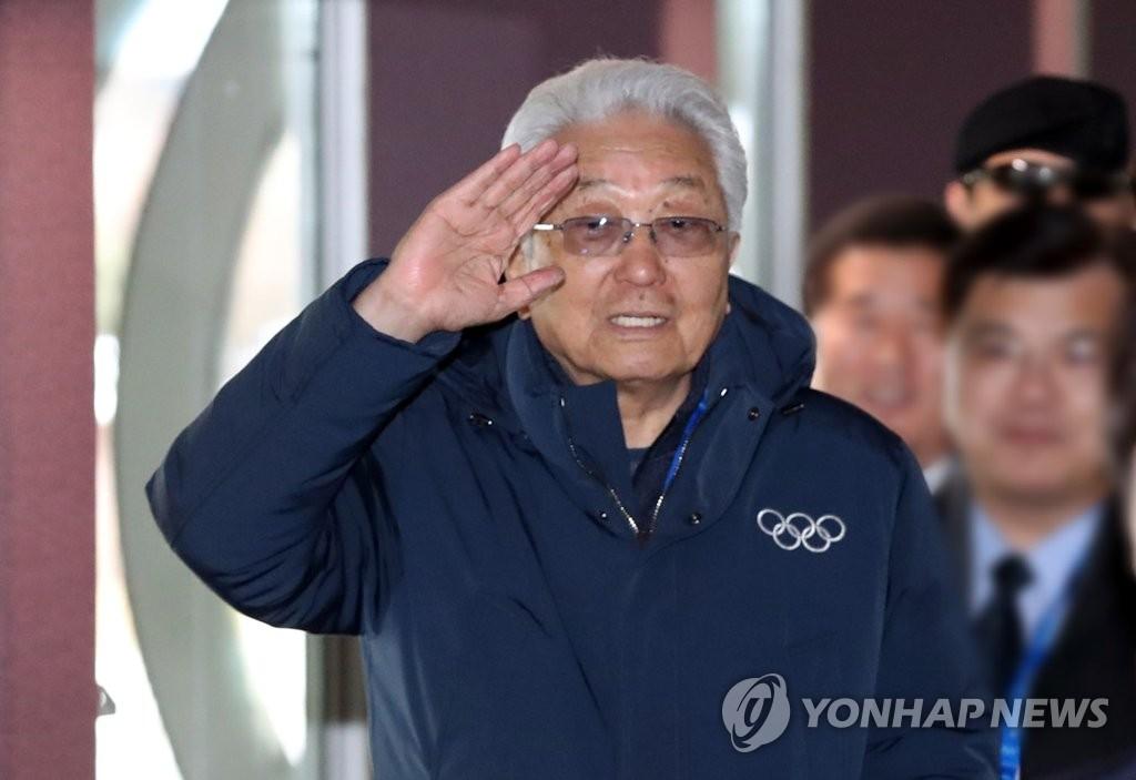 朝籍IOC委员张雄踏上返朝路