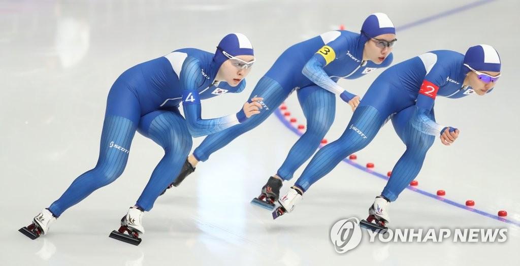 韩国队出战速滑女团追逐赛