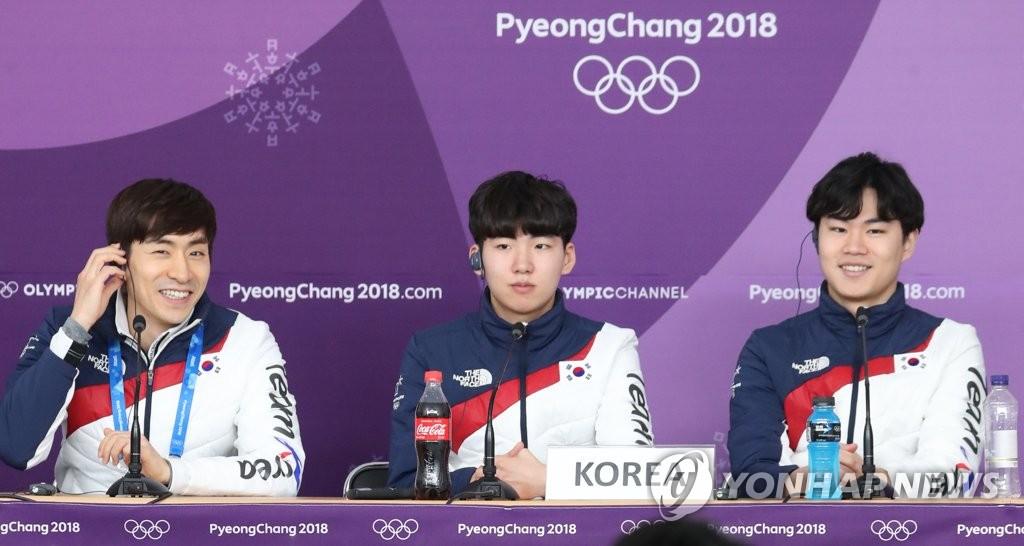 冬奥韩国速滑男队记者会