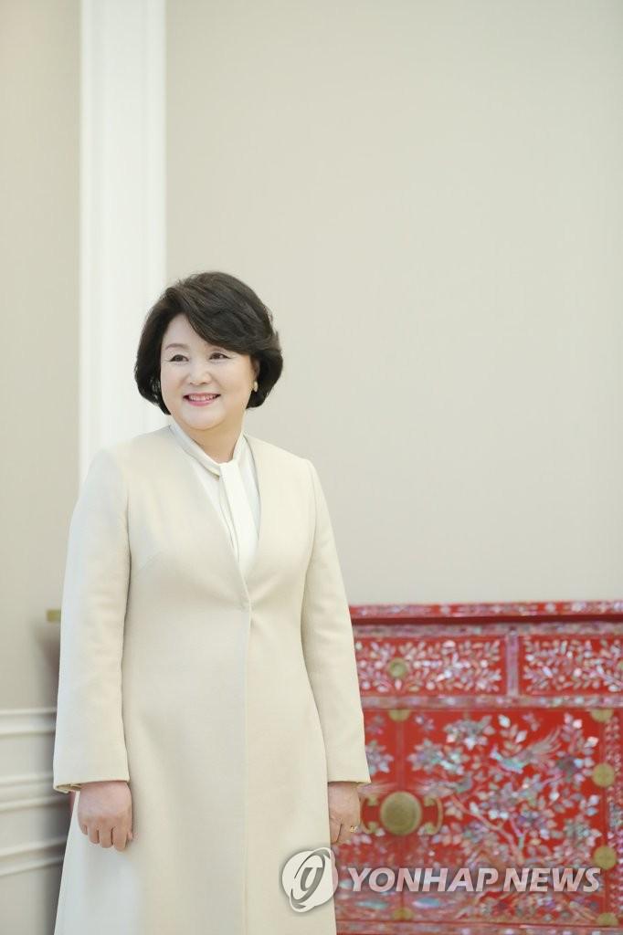 英媒刊登韩国总统夫妇专访