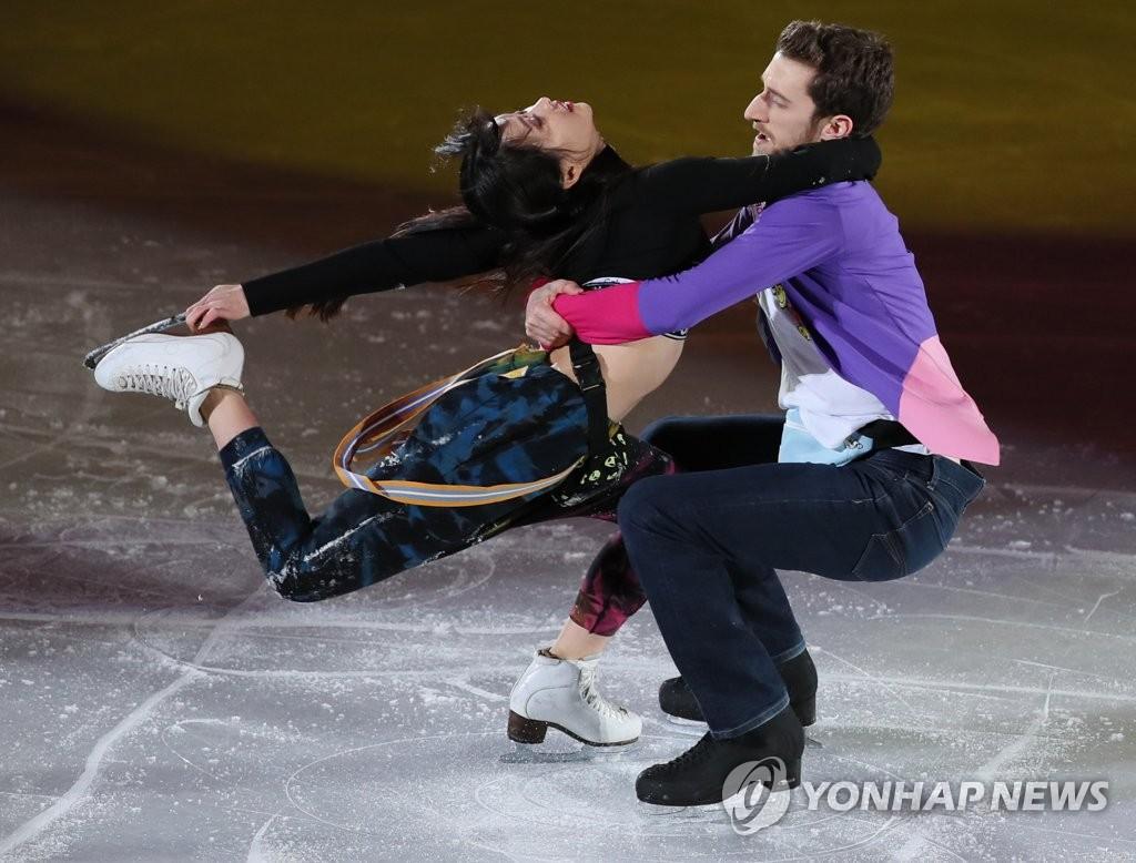 韩花滑搭档的奥运庆祝表演
