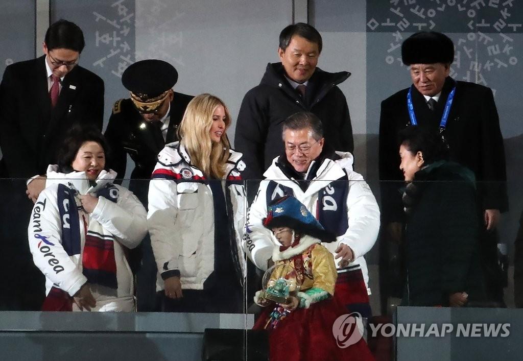 韩朝美高官冬奥同框