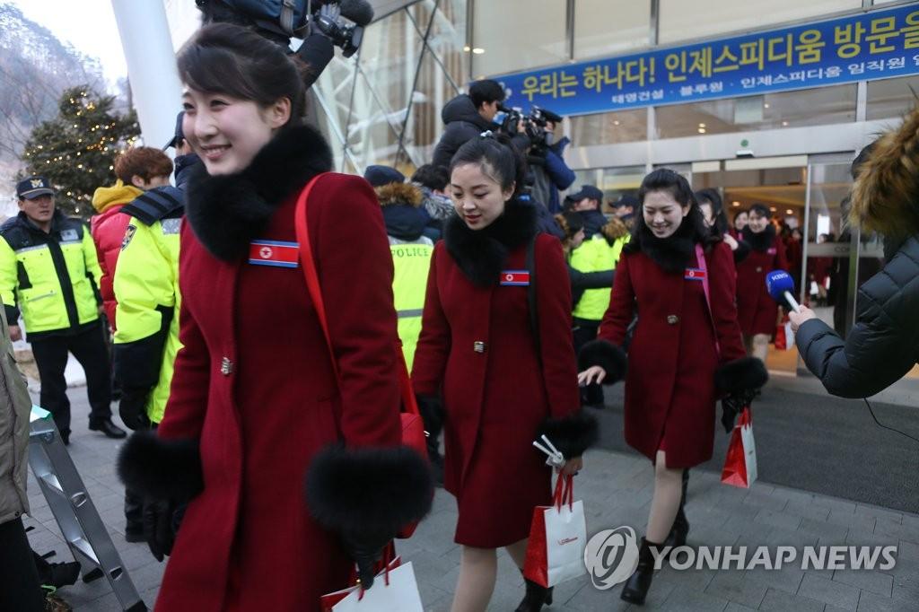 朝鲜拉拉队准备返朝